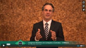O advogado Rodrigo Soares de Azevedo apresentando o Congresso Brasileiro de Licitações e Contratos - COBRALIC e dando as Boas Vindas aos participantes.